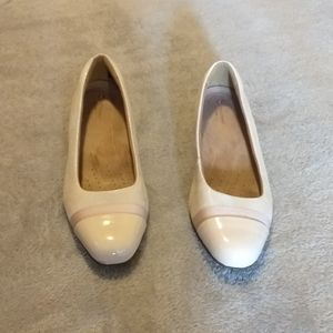 Clarks Size 9 Wide Nude Leather Low Block Heels